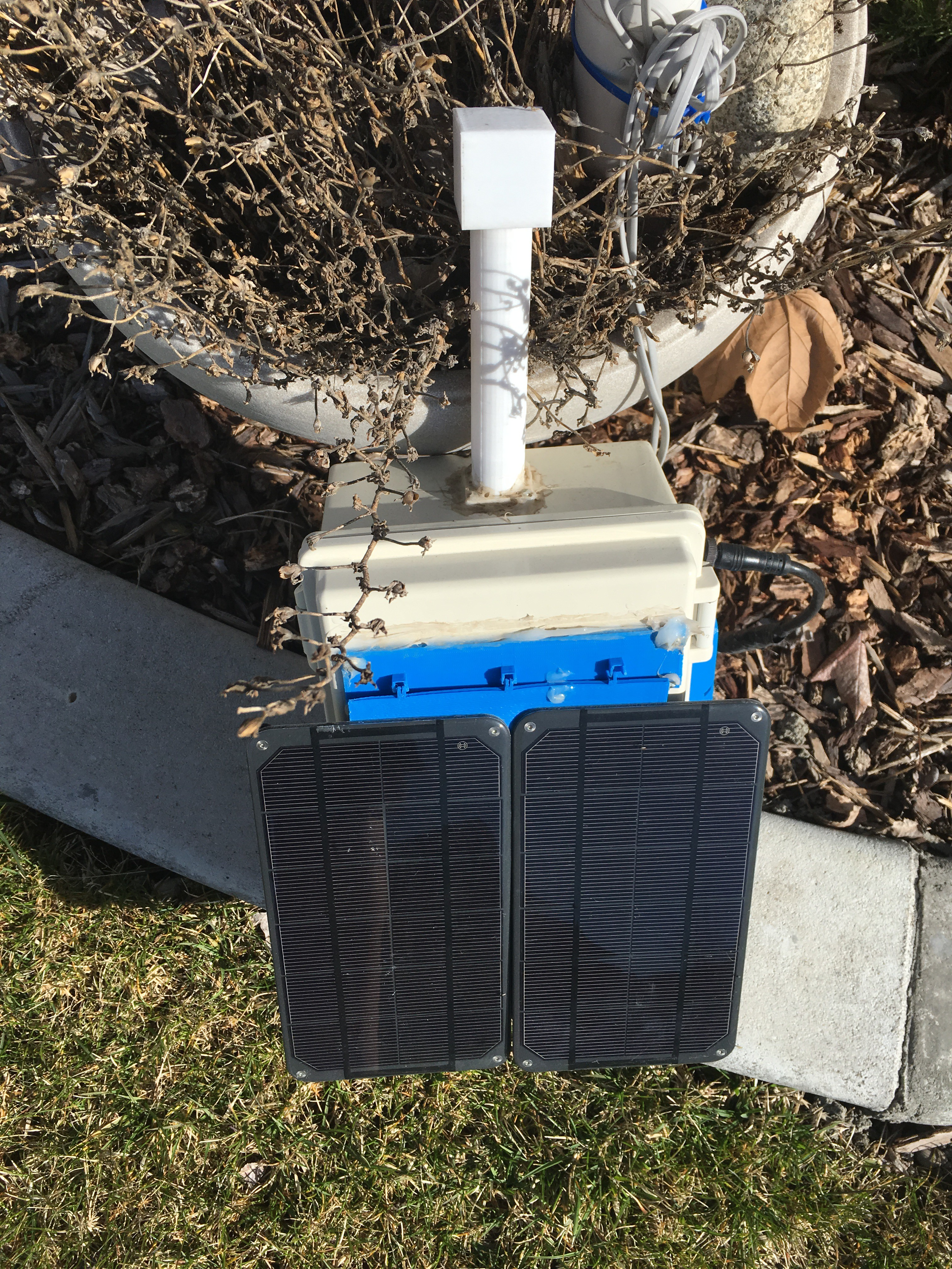 Solar Power WeatherPi Makes it Through the Winter